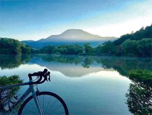 伊吹山と三島池写真